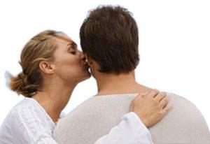 Хламидиоз не передается через поцелуй в щеку или другую часть тела