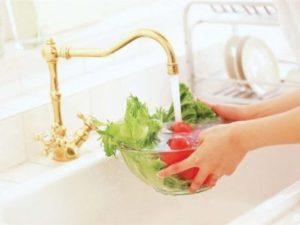 фрукты и овощи необходимо тщательно мыть