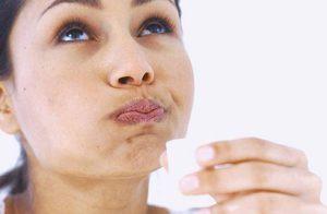 При оральном хламидиозе ротовую полость обрабатывают Мирамистином либо Хлоргексидином