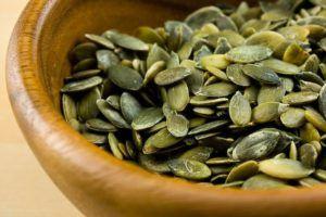 Рекомендуют однократно съесть 100-300 гр. семечек тыквы
