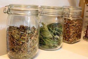 При хранении Монастырский чай необходимо пересыпать в стеклянную емкость