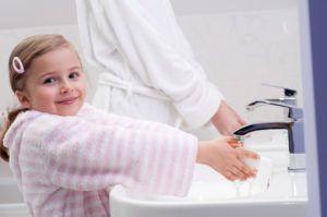 Мыть руки перед едой