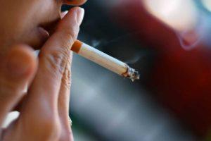Курение — предрасполагающий фактор к развитию заболевания